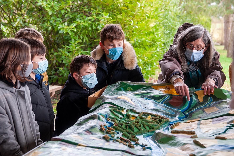 Plantation de haies bocagères par les élèves des écoles d'Erbray